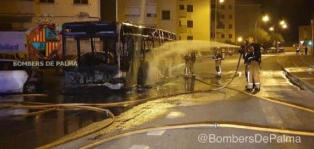 Palma fire brigade at the scene of the bus fire