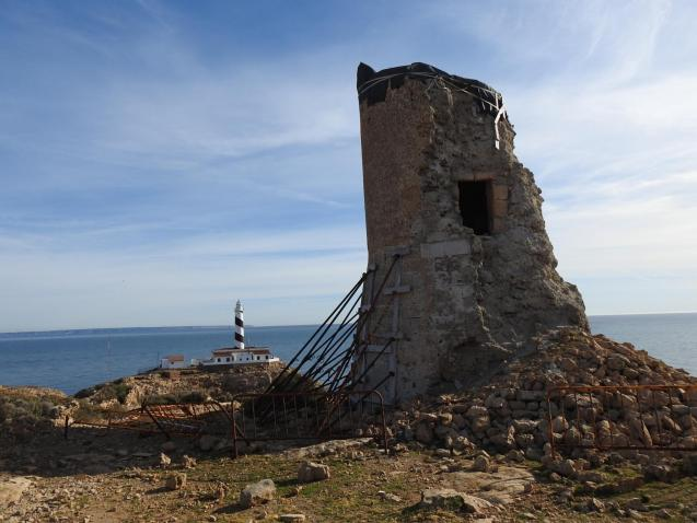 The watchtower at Cala Figuera