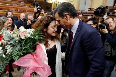 Aina Vidal (c), with Pedro Sánchez.