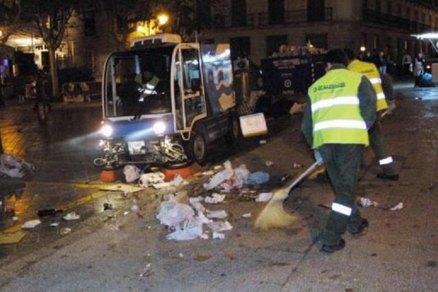 Emaya workers cleaning the streets of Palma after a Revetla