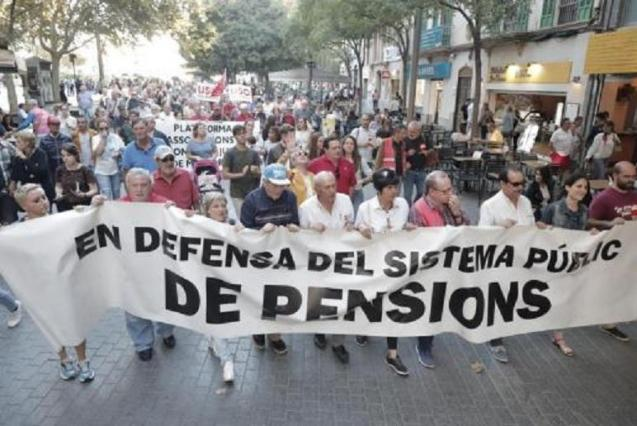 Pensioners protest on streets of Palma