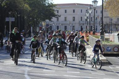 People of all ages take part in Palma's Cycling Day.
