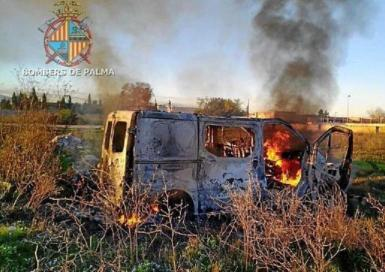 The stolen van on fire in Son Banya, Palma.