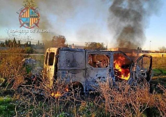 The stolen van on fire in Son Banya