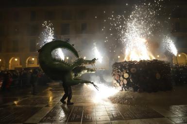 The dragon Drac de Na Coca lights the bonfire.