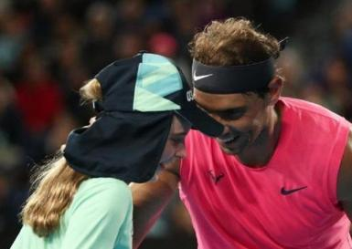 Rafa Nadal apologizing to the girl who got hit by the ball during the match against Delbonis.