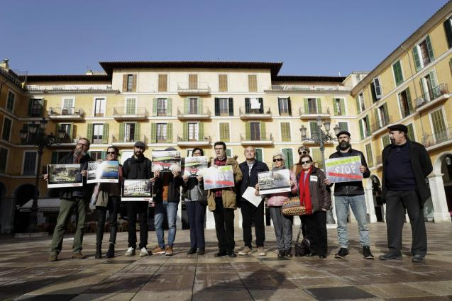 Civil society unites to call for a competition of ideas for the Plaça Major.