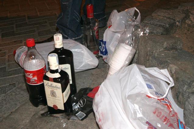 The signs of a botellon in Palma