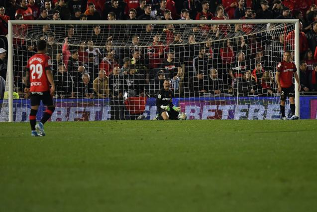 Reina's on his knees as Valladolid score the game's only goal.
