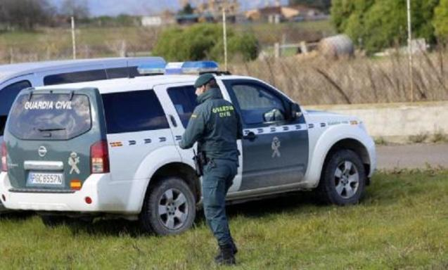 Agents of the Guardia Civil, in charge of the investigation