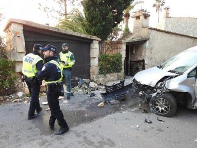 Guardia Civil and Local Police of Andratx at the scene