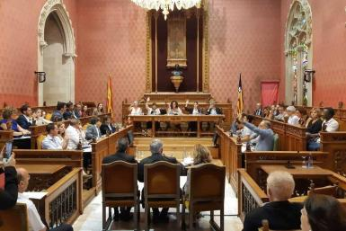 The Council of Majorca in session.