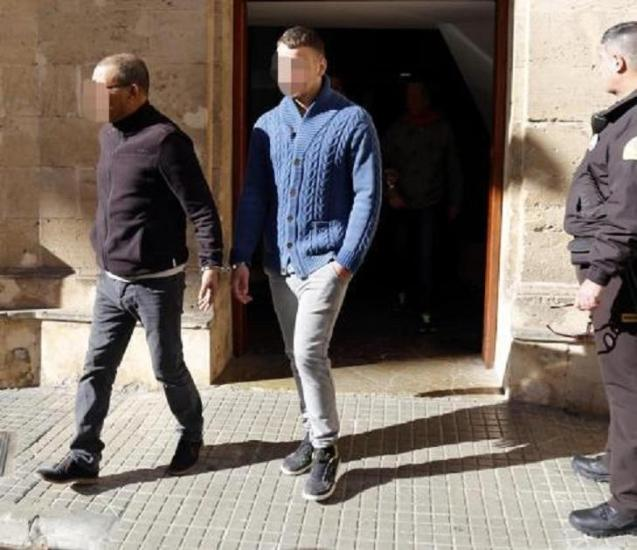 The accused leaving the courthouse in Palma