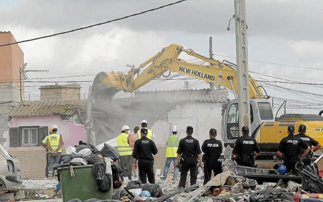 Police attend Son Banya demolitions