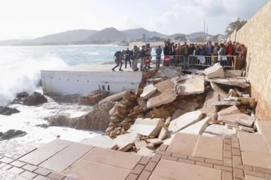 Prime Minister Sánchez visited Cala Ratjada to see damage caused by Storm Gloria.