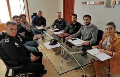 Local representatives, Police and Guardia Civil decide how to tackle fly-tipping.