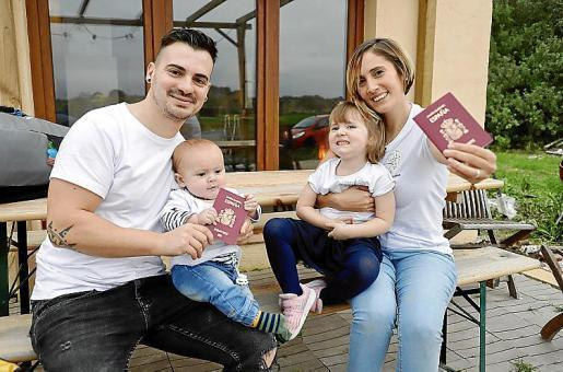 Raúl and Mariana, with their passports and their children: Auka, who's 3 and Nilo who's 7 months old.