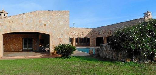 Wedding stopped because 'Los Gallos' Finca did not have an Events Licence.