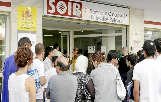 Unemployment falls in the Balearic Islands.
