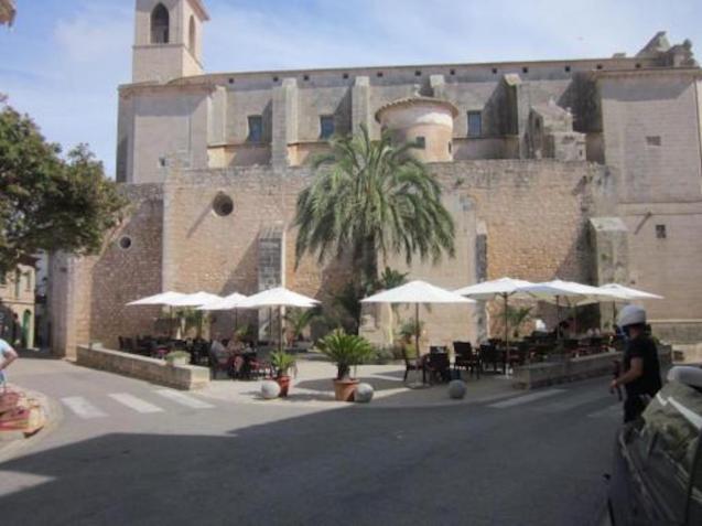 Plaza del Roser, Santanyi.