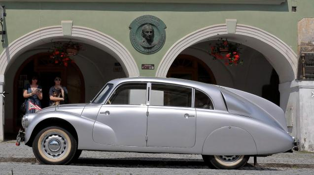 How about that for streamlining. Tatra's trademark aerodynamics of the 870.