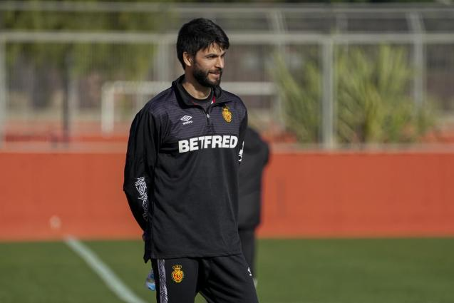Mallorca's team doctor, Gustavo Lucas.