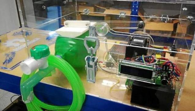 Automatic respirator prototype made with 3D printers.