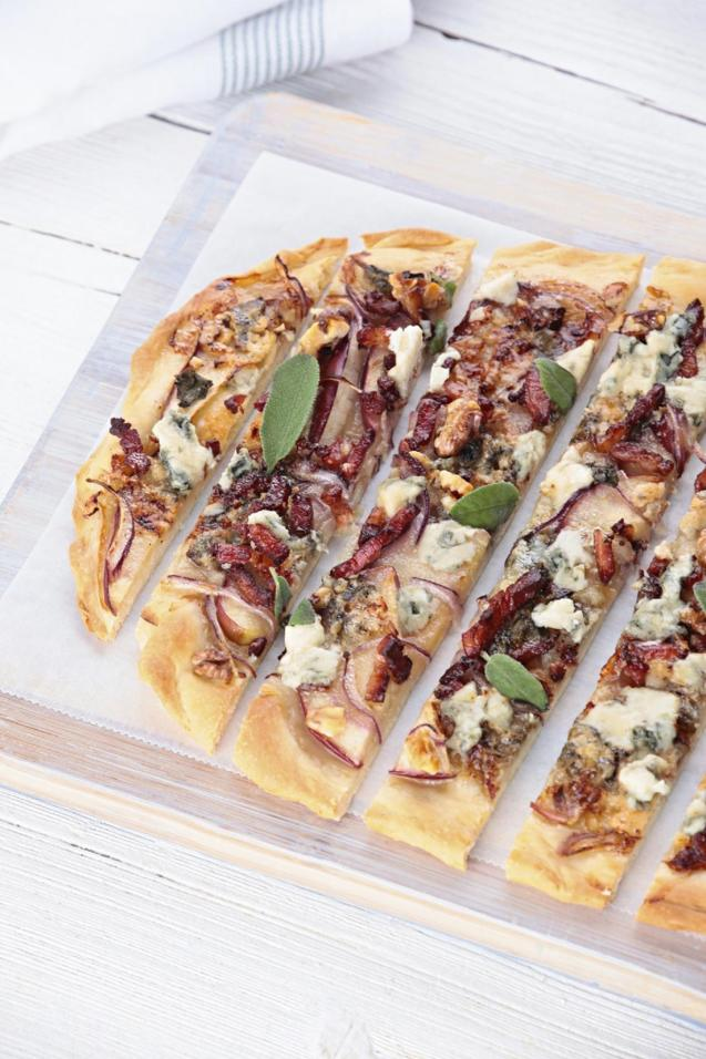 Bacon, Apple, Blue Cheese & Walnut Pizza