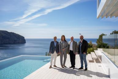 Kevin Stevens (second right) at Villa Statera in Camp de Mar.