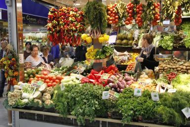 The menestra uses seasonal vegetabes from the region.