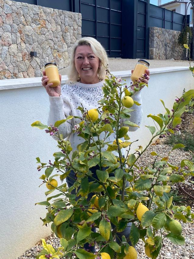 Lindy and her home-made lemon curd made with lemons from her garden