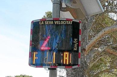 Displays are in different colours, depending on the speed.