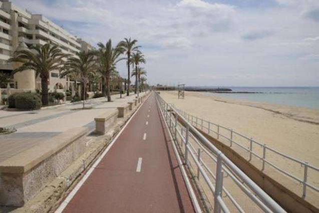 Palma City Council allows kids to go to the beach and the park.