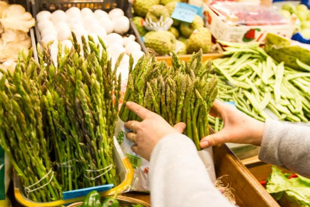 Asparagus tips should be firmly closed: open ones are a sign of ageing and asparagus should always be as fresh as possible