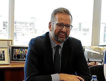 Consul General, Lloyd Milen