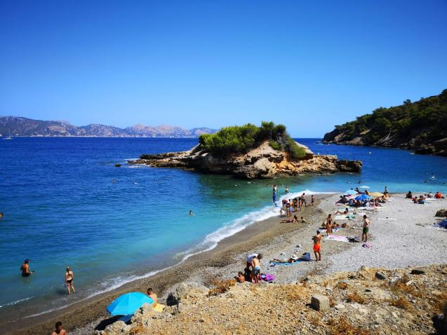 From Monday, assuming Majorca passes to Phase 2, the new normal of beach life will commence with social distancing and environmentally friendly disinfection.