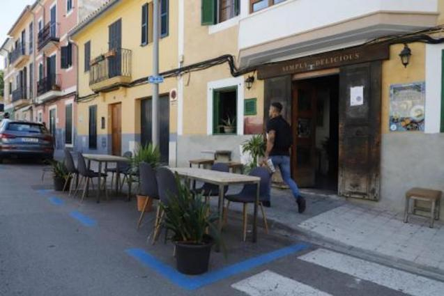 Terrace extensions causing lack of parking spaces in Palma.