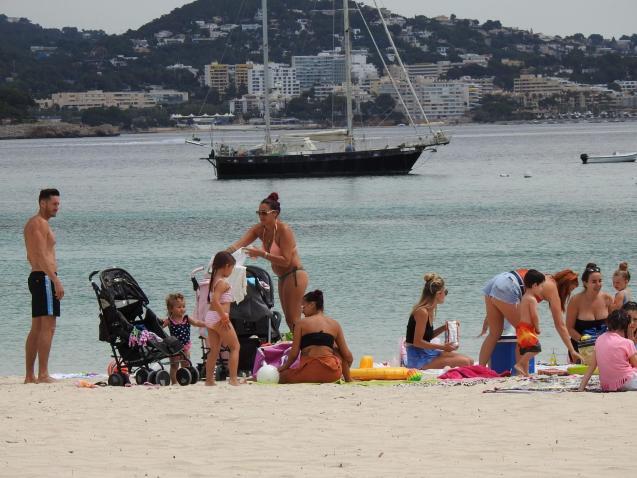 People on the beach in Palmanova and Santa Ponsa