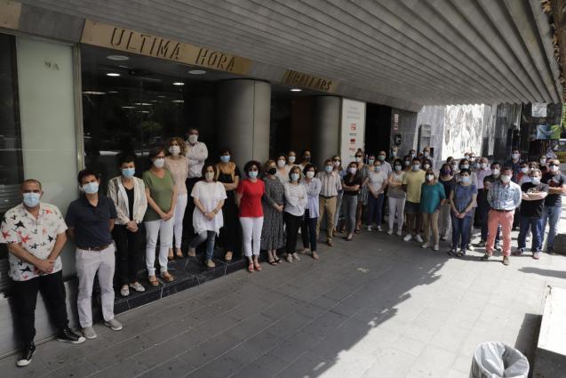 Grupo Serra employees join minute of silence.