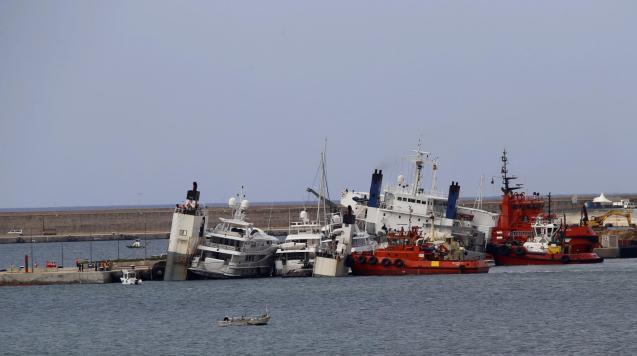 Cargo ship sinking in Palma