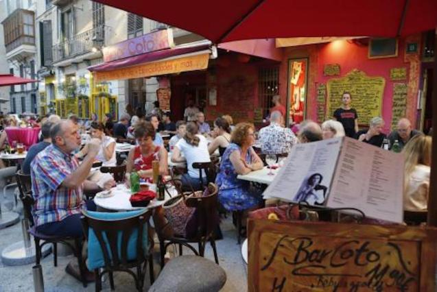 Eating outside carries low to medium risk of Covid-19 infection.
