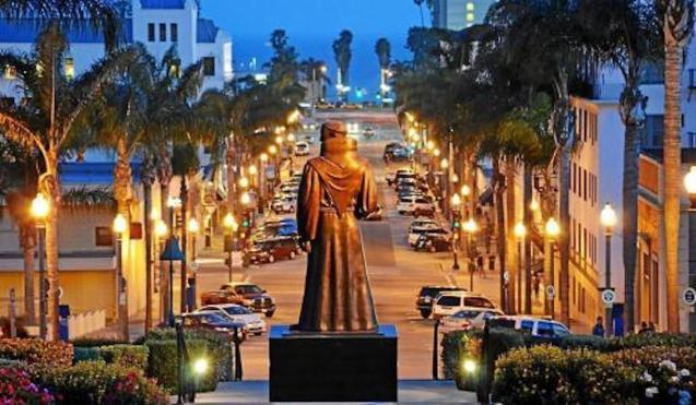 Juníper Serra statue, Ventura, California.