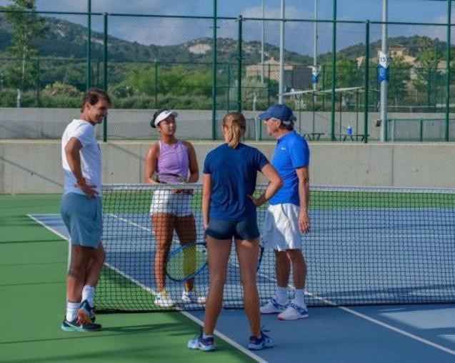Rafa talking to students at the Rafa Nadal Academy in Manacor.