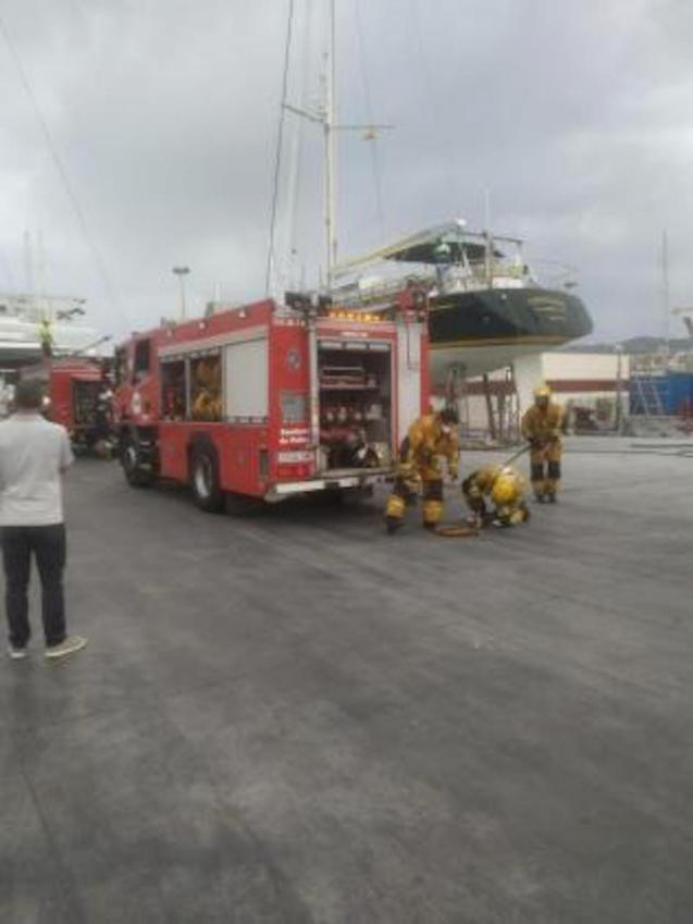 Fire in dry docked boat in Palma.