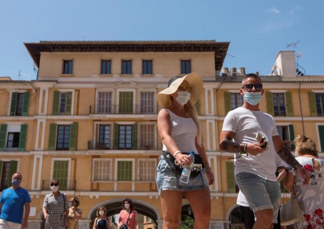 Wearing masks in Palma