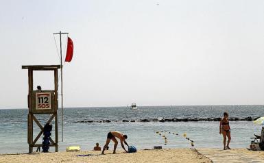 Red flag at Ciutat Jardí beach.