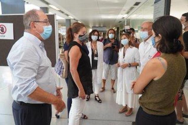 Francina Armengol & Patricia Gómez visit Mateu Orfila Hospital in Mahón