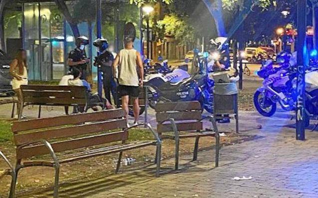 Police break up an illegal drinking party in Palma