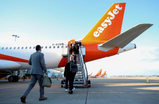 EasyJet restarts its operations