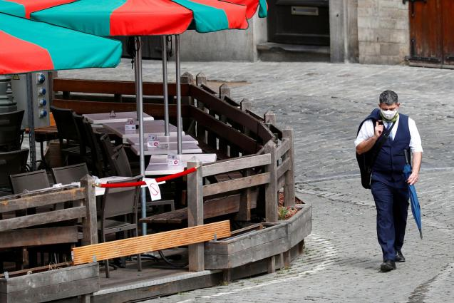 Man wearing face mask in Brussels.